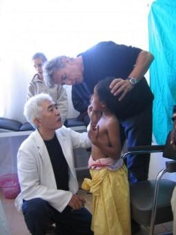 百人町アルファクリニック、与座院長国際医療奉仕活動写真