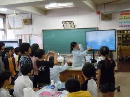 『カルピス』こども乳酸菌研究所_授業風景1
