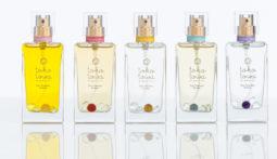 天然石入り 色と香りで引き立てるオーガニック香水が誕生