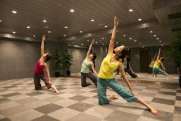 スポーツクラブNASxポーラ 女性のためのホットヨガプログラム実施